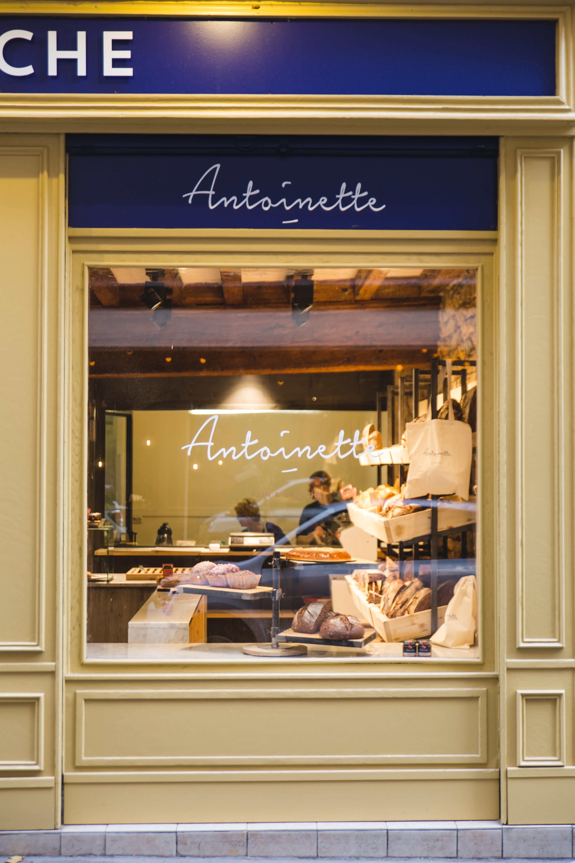 Agencement boulangerie Antoinette vitrine
