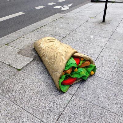 eat-me-lork-sculpture-objet-dechet-aliment-geant-street-art (12)
