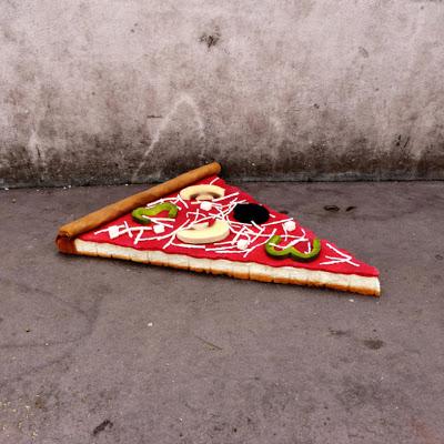 eat-me-lork-sculpture-objet-dechet-aliment-geant-street-art (7)
