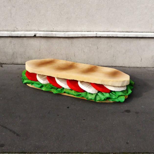 lork-food-giant-sculpture-matelas-encombrant-nouvel-art-urbain-street-2_1