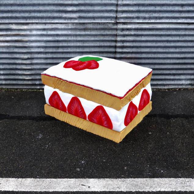 lork-food-giant-sculpture-matelas-encombrant-nouvel-art-urbain-street-4