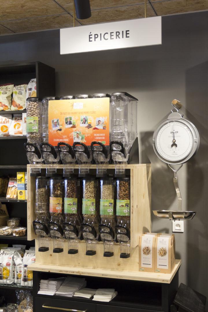 épicerie sur cours distributeur de céréales avec balance vintage conçu par pep's création
