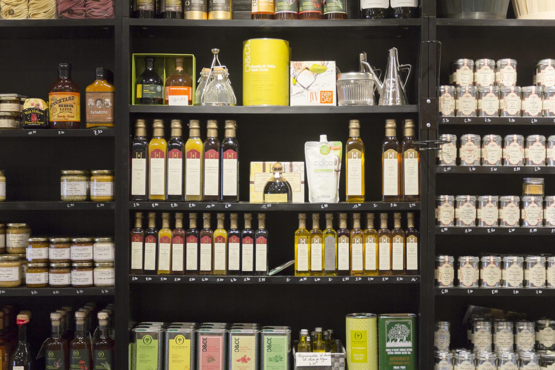 épicerie sur cour, détail étagère produits, conçu par pep's création