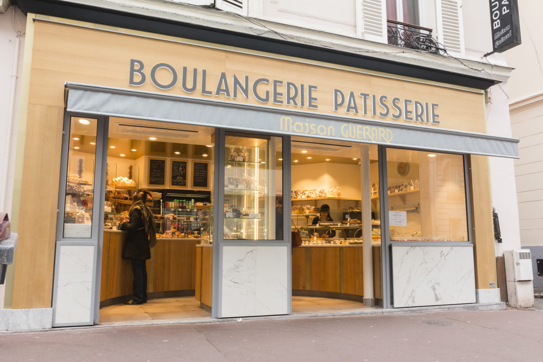 Maison Guerard, boulangerie pâtisserie façade bois gris et marbre, enseigne lumineuse conçu par pep's creation