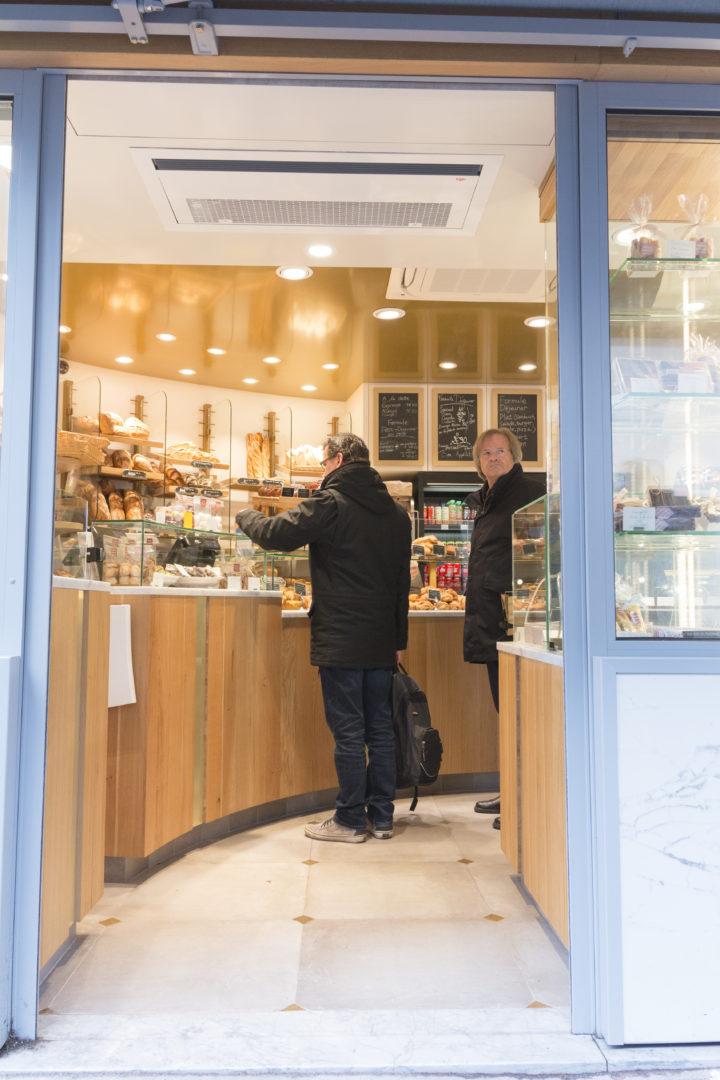 Maison Guerard, entrée porte automatique vue sur pain conçu par pep's creation
