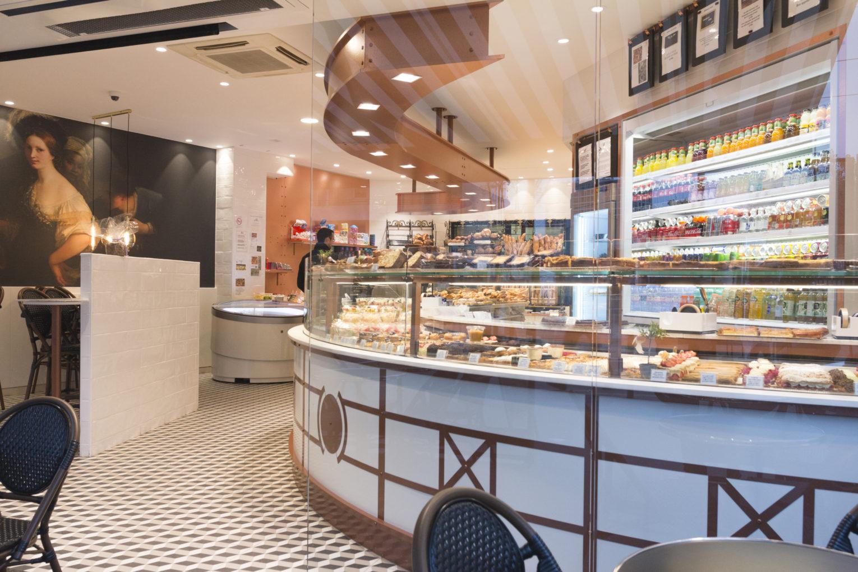 Boulangerie Pâtisserie La renaissance intérieur vitrine réfrigérée arrondie conçu par Pep's création