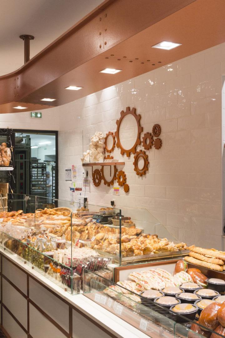 Boulangerie Pâtisserie La renaissance vue intérieur déco engrenage conçu par Pep's création