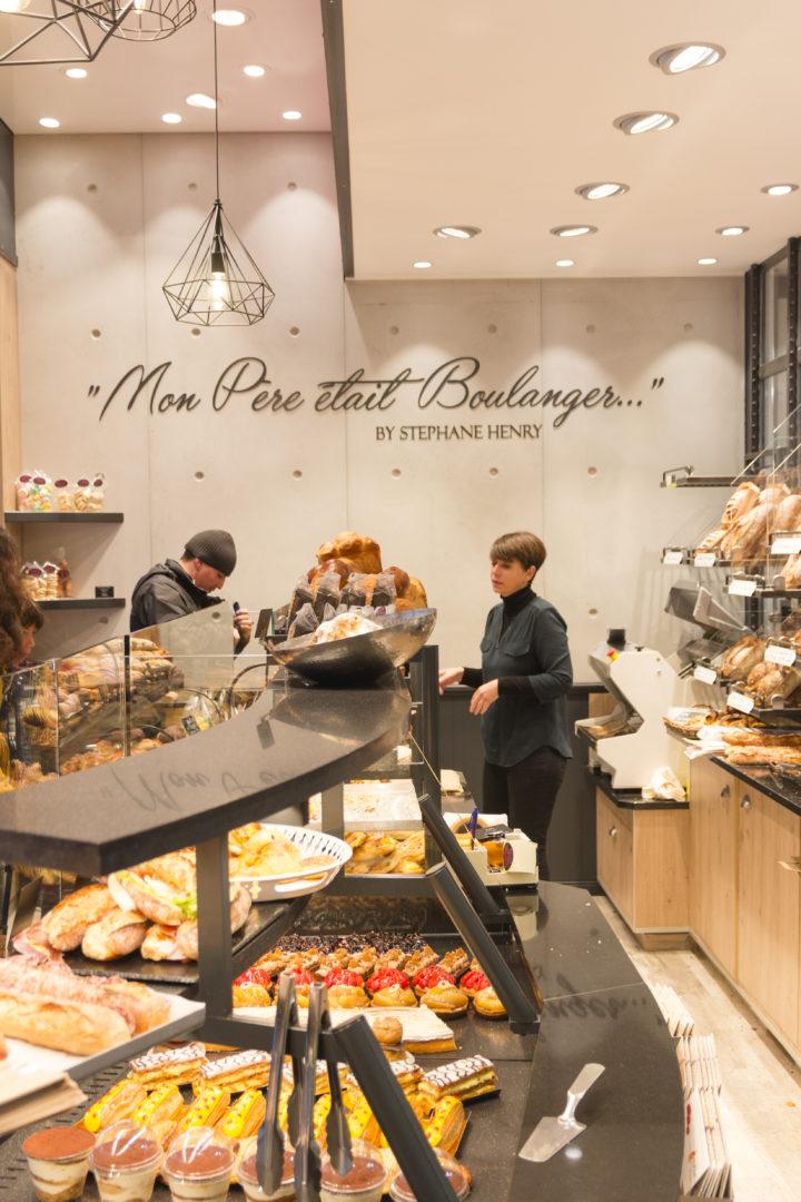 """Mon père était boulanger """"by Stephane Henry"""" est une boulangerie de quartier proche de la gare de lyon mur béton lustre design aménagement conçu par Pep's création"""