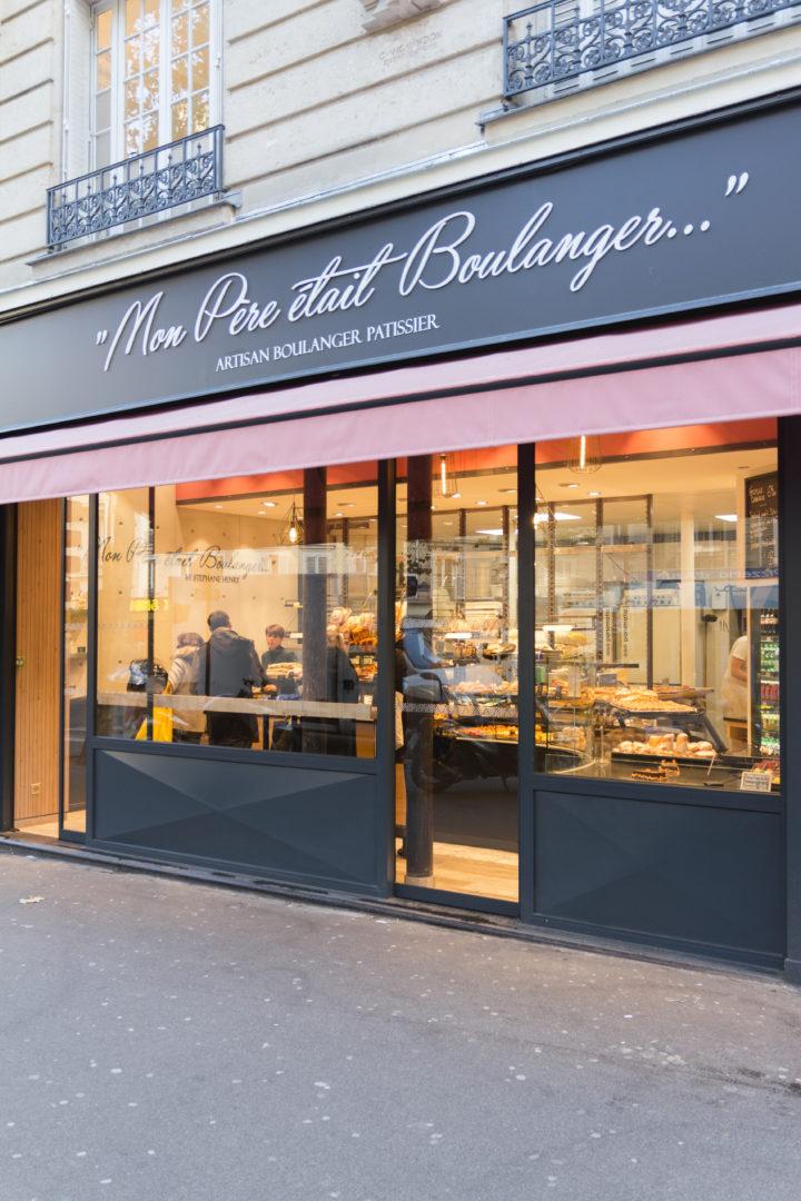 """Mon père était boulanger """"by Stephane Henry"""" est une boulangerie de quartier proche de la gare de lyon façade sobre alu noir avec store banne rouge aménagement conçu par Pep's création"""