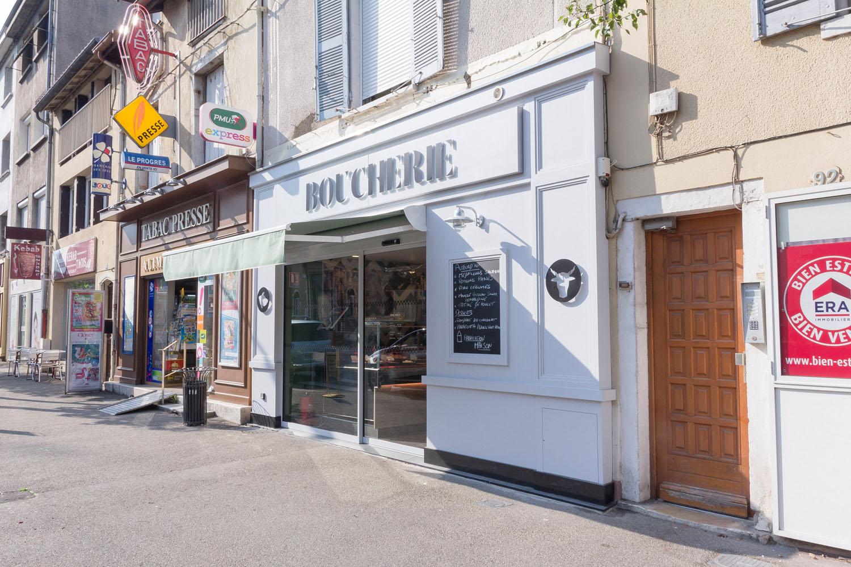 façade moderne blanche boucherie